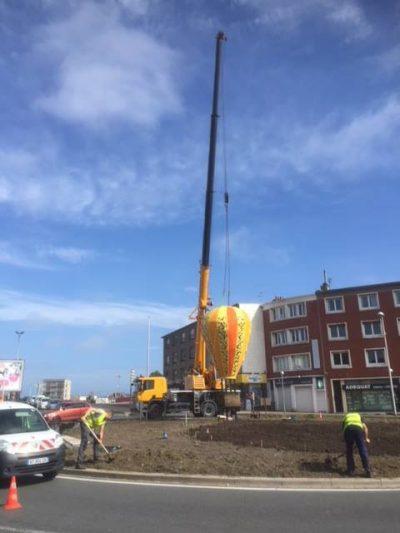 Levage d'une montgolfière d'ornement à Calais