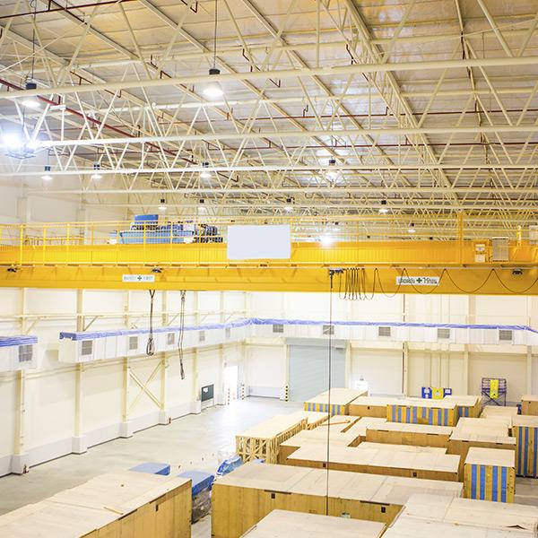 pour le transit d'objets lourds, Lelieur Levage dispose de zones de stockage sécurisées en extérieur et en entrepôts