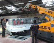 Manutention lourde et délicate : mise en place d'une rectifieuse de plinthes dans un établissement industriel