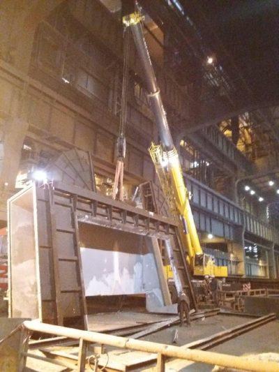 Pose d'une porte de 30 tonnes sur haut fourneau dans une usine sidérurgique des Hauts-de-France