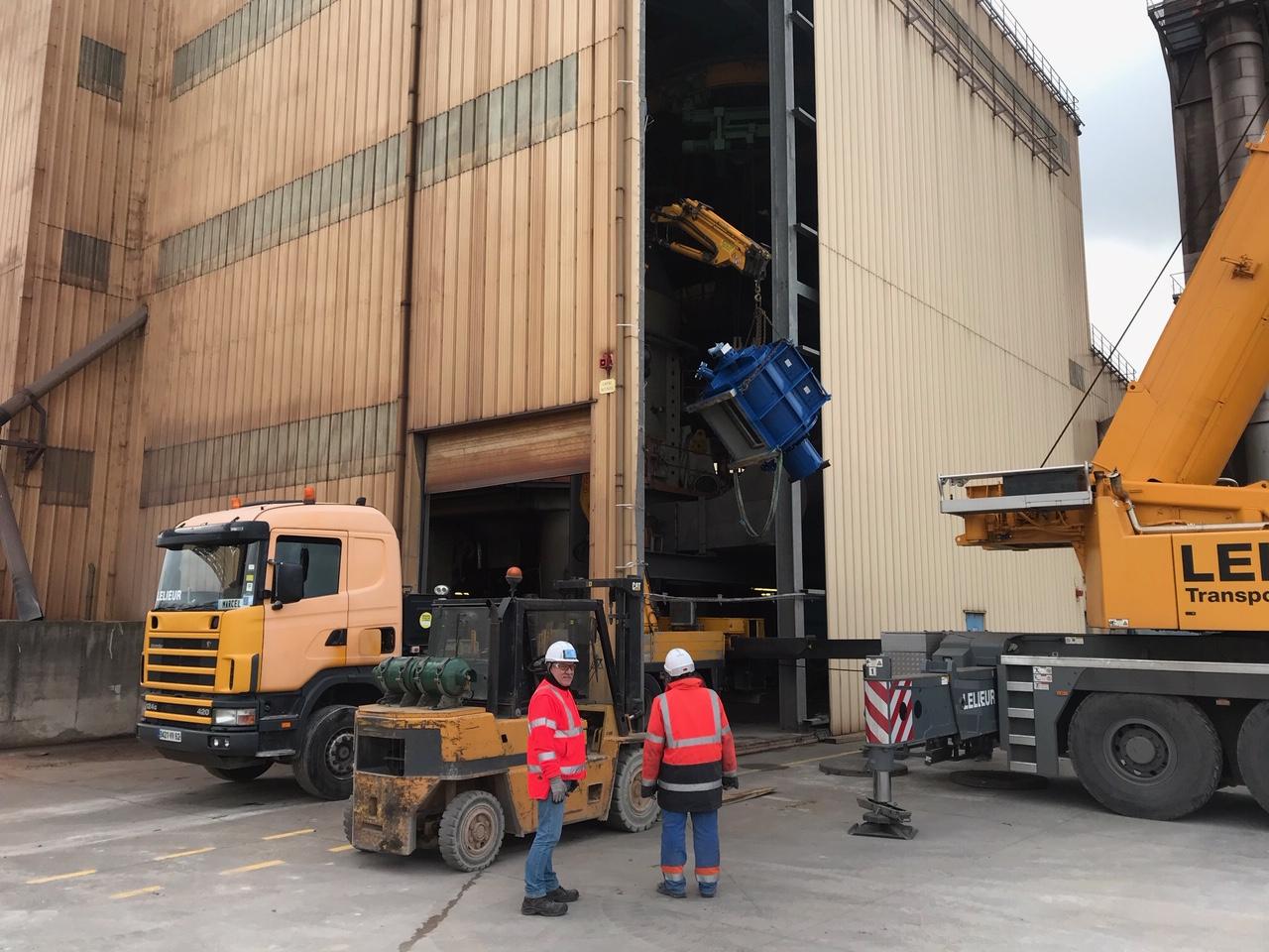 Levage d'un sas et d'un réducteur de 40 tonnes mobilisant les équipes de Guînes et Dunkerque. Manutention industrielle pour une industrie dunkerquoise.