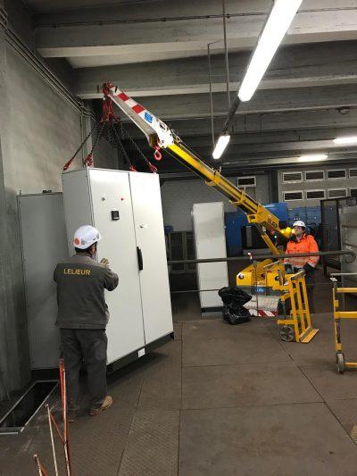 Manutention de coffrets électriques et transformateur dans la sous-station d'une usine à Dunkerque