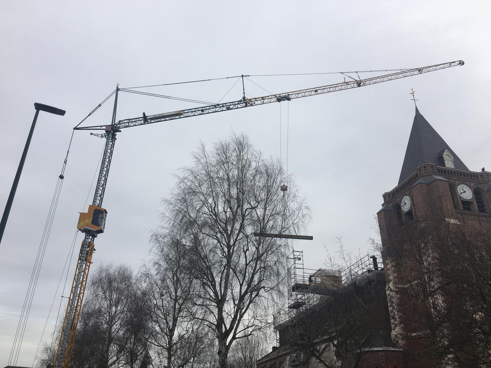 Levage d'éléments de charpente d'église à Verlinghem du côté de Lille dans le Nord (Hauts-de-France) avec notre MK88