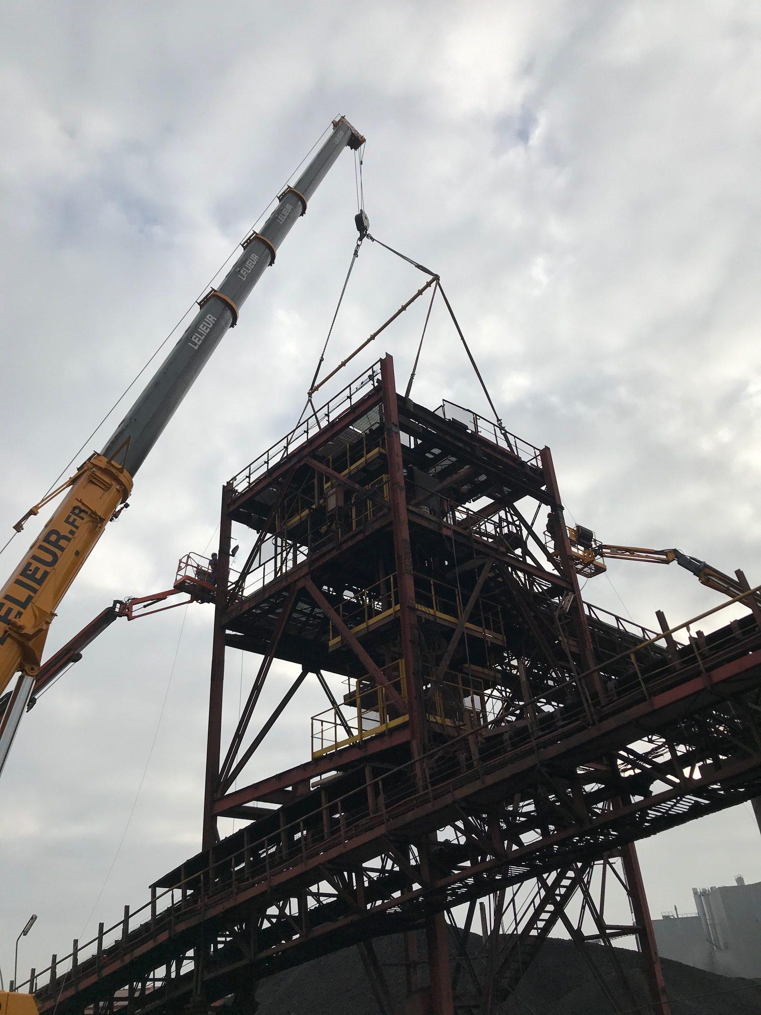 Levage d'un plancher de 25 tonnes en industrie sidérurgique, à Dunkerque
