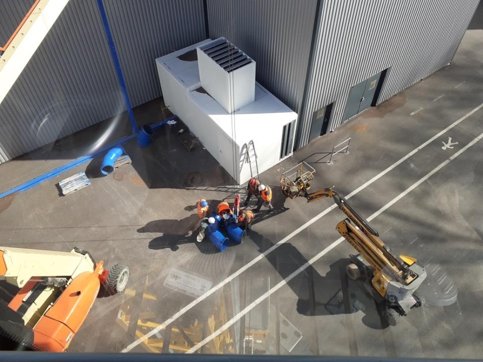 Changement de tuyauterie sur un site industriel d'Outreau avec la grue MK88