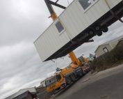 Notre 300 tonnes pose un mobilhome au sein du Camping du Perroquet à Bray-Dunes dans le Nord.