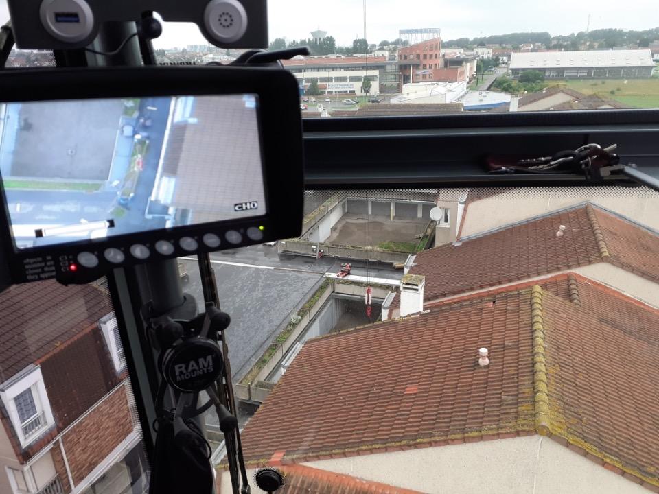 Pose de jardinières en béton pour un toit terrasse à Calais avec la MK88