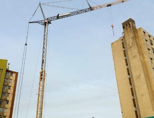 Levage de matériel de chantier sur un immeuble de 10 étages