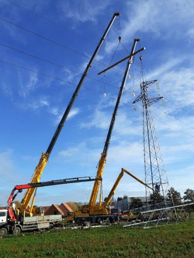 Changement d'un pylône électrique d'EDF sur la région de Douai dans les Hauts-de-France