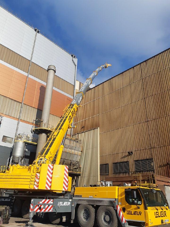 Manutention industrielle et levage de tôles en toiture dans la sidérurgie Dunquerquoise