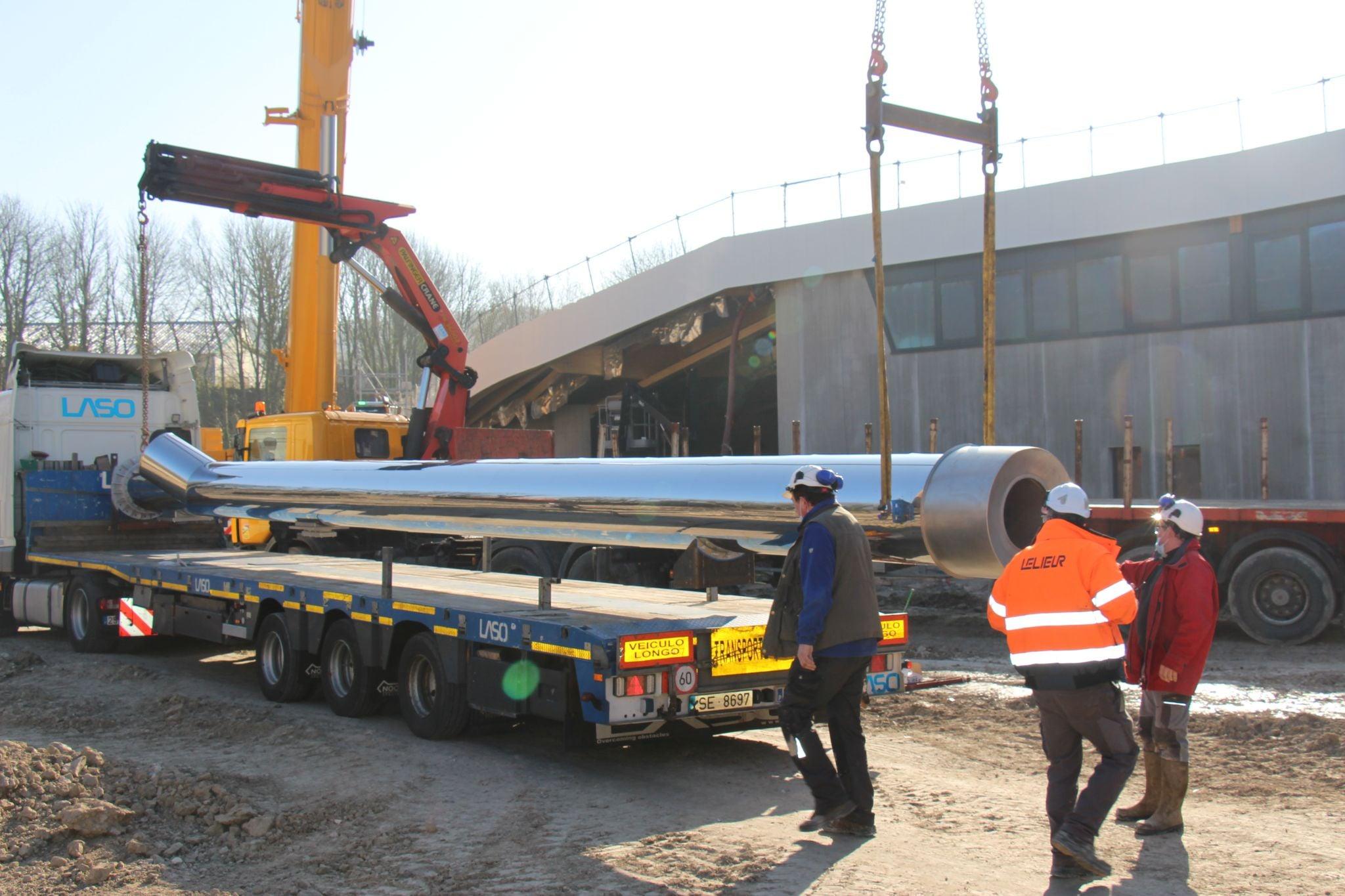 Levage et pose d'une cheminée de 3 tonnes à Desvres pour la communauté de communes de Desvres Samer