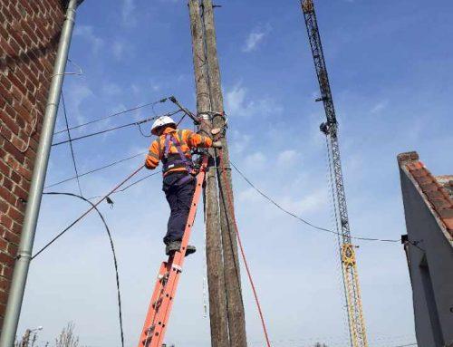 Levage de poteaux de ligne électrique
