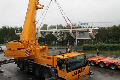 Levage d'un pont de transfert, équipement lourd de construction ferroviaire dans les Hauts-de-France