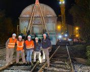 Levage et remise sur voies d'un wagon de marchandises sur site industriel proche de Boulogne-sur-Mer avec notre grue 300 tonnes